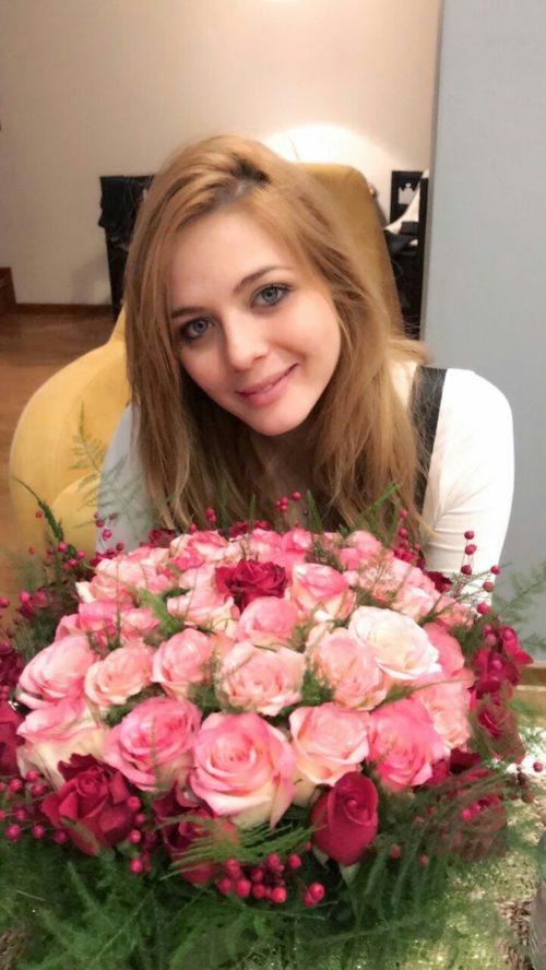 Ninin Box, Nina Jankovic, ruze, poklon, cvecara Girasole, cvetni aranzman, cvecara beograd, dostava cveca, isporuka cveca, poklon
